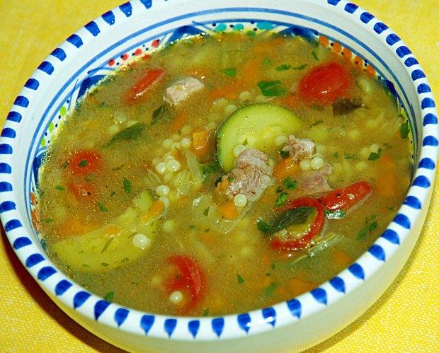 Lamm-Gemüsesuppe mit Maftoul1.jpg
